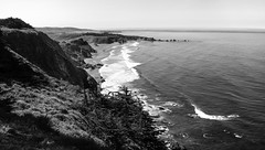 Big Sur South _ bw (Joe Josephs: 3,166,284 views - thank you) Tags: beach bigsur california californiabeaches coastal coastline travel travelphotography westcoast califirnialandscape landscapes pacificocean cliffs cliffside bw blackandwhitephotography blackandwhite monochrome