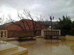 La sœur de Renan (Gilbert-Noël Sfeir Mont-Liban) Tags: kesserwan ghazir montliban liban mountlebanon lebanon winter hiver regen pluie rain toit tuiles roof tiles haus maison house campagne countryside