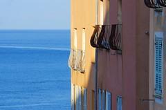 715 - Bastia dans la Citadelle, la vue depuis la Terrasse du Bar de la Citadelle, place du Donjon, les balcons (paspog) Tags: bastia corse corsica france mai may 2018 fçade fcade fassade volets balcons balconies balconen