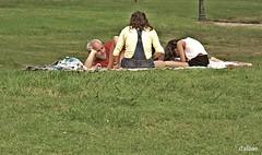 ¡Qué verde era mi valle! (Franco D´Albao) Tags: canonpowershotg10 familia family placer leisure ocio people grass verano summer descanso rest