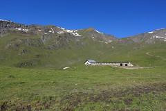 alpage de Torrent 2481 mètres (bulbocode909) Tags: valais suisse moiry valdanniviers alpagedetorrent alpages montagnes nature paysages vert bleu neige écuries fromageries grimentz