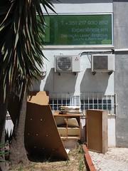 Alvalade (Ponto e virgula) Tags: lisboa bairrodascaixas lixo