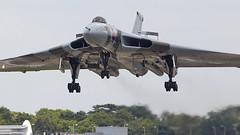 Vulcan (Bernie Condon) Tags: fbo farnborough airshow display flying aircraft aviation avro vulcan bomber raf royalairforce military warplane classic preserved vintage bombercommand strikecommand 1group vtts xh558 plane