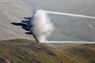 F15E Strike Eagle, pooring vapour around the Loop