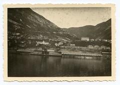 . (Kaïopai°) Tags: vintage 1940er 1940s occupation scandinavia hafen harbor berg hill küste coast häuser haus houses meer sea