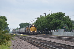 Line in Sight in Mount Prospect (Twigy BNSF) Tags: union pacific sd40n harvard sub freight train emd ge