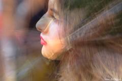 Fan de Jazz à Toulon (Loran de Cevinne) Tags: lorandecevinne portrait pentax flou flouartistique blur elle she cheveux chevelure yeux regard eyes france var toulon people provence personnage personne lips placepuget expression captivée attentive street rue personas