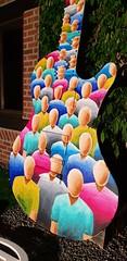 Making of de la peinture réalisée sur une guitare sculptée exposée sur le rond point de Rochefort pour les sérénades et fêtes de la musique. 3,35m de haut, peinture recto/verso (Ben Heine) Tags: peinture guitare rochefort belgique creative créatif art artiste artist paint painting benheine music musique melody mélodie night peintre decoration rondpoint colors couleurs colorful sérénades fêtesdelamusique people crowd public audience guitar