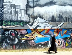 Walking in Belgrade (nothinginside) Tags: belgrado belgrade serbia suburbia suburb 2018 graffiti murales popart street art pop woman lady pagliaccio it clown