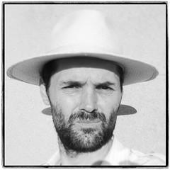 30/52 (JulienLec) Tags: 52wsp 52project 52project2018 chapeau panama autoportrait selfportrait self portrait barbe eté ombre noiretblanc noirblanc blackwhite