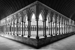Prières et lectures... (Yvan.David) Tags: noiretblanc nikon architecture yvandavid abbaye cloitre mont st michel