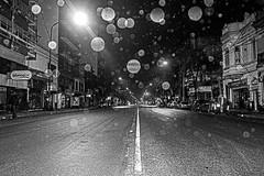 Llovizna / Drizzle (Wal Wsg) Tags: llovizna drizzle noche night byn bw argentina argentinabuenosaires caba capitalfederal canoneosrebelt6i phwalwsg photography photo foto fotografia street streets callejeando calle calles 7dwf 7dwfbw 7dwfthursdaysbw argentinanocturna villacrespo
