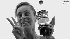 Aurélie (Laurent Quérité) Tags: portrait femme woman noirblanc blackwhite famille pontsaintesprit gard france canoneos5dmarkii canonef100400mmf4556lisusm coke canonfrance monochrome