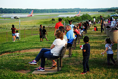 Charlotte Airport Overlook Park (Infinity & Beyond Photography) Tags: charlotte douglas international airport overlook park airplane aircraft spotting photography benches people children planes