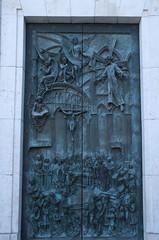 IMGP7522 (hlavaty85) Tags: madrid dveře bronze bronzové door