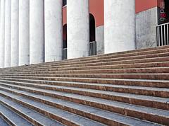 """""""Tagli obliqui"""", Palermo, Sicily, Italy, 2018. (Gaetano G. Perlongo) Tags: scale architettura perlongo palermo galaxy samsung sicilia sicily italy colonne"""