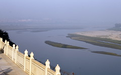 yamuna river seen from taj mahal (1) (kexi) Tags: agra india asia uttarpradesh tajmahal river yamuna water terrace misty canon february 2017 view fence horizon white marble wallpaper blue morning