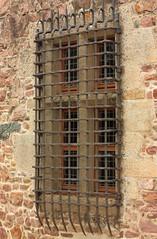 Fenêtre sur cour (philippe.ducloux) Tags: france côtesdarmor bretagne brittany canon 450d canon450d strictlygeotagged flickraward mywinners larochejagu rochejagu ploëzal château forteresse castel castle fenêtre window