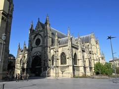 Basilique Saint-Michel and approaching soldiers, Place Meynard, Bordeaux, France (Paul McClure DC) Tags: bordeaux france gironde july2017 nouvelleaquitaine historic people architecture church