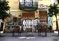 Tres Sillas (chelocatala) Tags: grafiti balcon arbol sillas