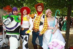 MCM Saturday 2018 XLIII (Lee Nichols) Tags: mcmsaturday2018 mcm canoneos600d cosplay cosplayers costume costumes comiccon mcmlondonmay2018 londonexcel toystory buzzlightyear woody jessie bopeep