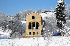 OVIEDO - SANTA MARIA DEL NARANCO EN INVIERNO (mflinera) Tags: oviedo asturias santa maria del naranco iglesia prerromanico arquitectura arte nieve invierno