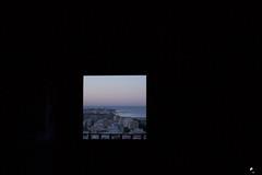 El amanecer Este. (elojeador) Tags: ventana alcazaba laalcazaba laalcazabadealmería almería alba aurora amanecer mediterráneo luz baranda ciudad panorámica vista levante espigón playa edificio yahora elojeador