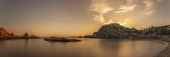 Cambio de turno. (Amparo Hervella) Tags: calacortina cartagena españa spain roca nube playa largaexposición d7000 nikon nikond7000 panorámica