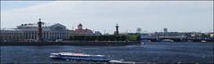 El río Neva desde el Hermitage (San Petersburgo, Rusia, 11-6-2015) (Juanje Orío) Tags: 2015 sanpetersburgo rusia russia patrimoniodelahumanidad worldheritage río river agua water barco boat neva