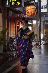 Raining evening, Streets of Kyoto (小川 Ogawasan) Tags: japan japon giappone maiko geiko kyoto tradition kanzashi hair makeup lips lady women kimono human gion dance