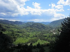 Valley near Drvengrad from Šarganska Osmica railroad, Serbia (Paul McClure DC) Tags: mokragora serbia srbija balkans zlatibor may2016 railroad railway scenery užice drvengrad