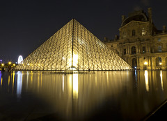 Louvre museum at night (kalakeli) Tags: longexposure langzeitbelichtung nachtaufnahmen nightshots paris france juli july 2018 louvre museumlouvre museum louvrepyramide lights reflections spiegelung 30secs