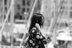 Profil fleuri (ZUHMHA) Tags: marseille urban urbain france été summer soleil sun ombre shadow light lumière ombreetlumière line lignes courbes curve geometry géométrie port harbour monochrome blackandwhite noiretblanc personnes people gens human humain scènedevie portrait silhouette profil street rue