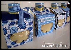 Gift Wrapping Ideas: Perfect small gift! Single cookie paired with a frappuccino in cute packaging. … (giftsmaps.com) Tags: gifts