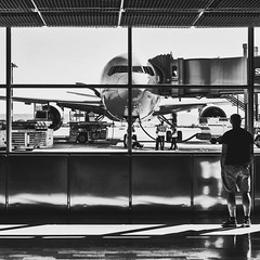 Airport (CsurPhotos) Tags: aéroport avion silhouette nb bw contraste