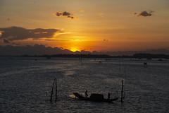 Huế - Phototravel (trieu_van_194) Tags: vietnam vietnamlandscape vietnamtravelphoto vietnamtrip trip travel travelphotograper tr travelphoto traditional travelphotography huế nice nicepic sun sundown sunshine sunset sunray