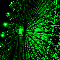 Green at night (earthdog) Tags: 2018 nikon nikond5600 d5600 18300mmf3563 travel businesstravel work taiwan taipei miramarentertainmentpark zhongshandistrict wheel line green ferriswheel ride amusementride night lowlight