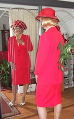 Lady in red (Marie-Christine.TV) Tags: feminine transvestite lady mariechristine tgirl tgurl style ascot horsetrack race skirtsuit businesssuit hat hut kostüm pferderennen