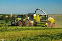 CLAAS Grass Silage (martin_king.photo) Tags: springwork springwork2018 silage silage2018 inaction action first today outdoor claasworldwide machine sky martin king photo agriculture machinery machines tschechische republik powerfull power dynastyphotography lukaskralphotocz agricultural great day czechrepublic fans work place tschechischerepublik martinkingphoto welovefarming working modern landwirtschaft colorful colors blue photogoraphy photographer canon tractor love farming daily onwheels farm skyline allclaaseverything claasfans worker claasjaguar shredlage claaspickup header claasshredlage field green red