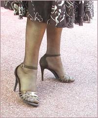 2018 - 07 - 18 - Karoll  - 6414 (Karoll le bihan) Tags: escarpins shoes stilettos heels chaussures pumps schuhe stöckelschuh pantyhose highheel collants bas strumpfhosen talonshauts highheels stockings tights
