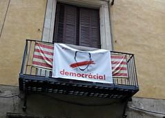 Democracia! / Barcelona (rob4xs) Tags: barcelona democracia banner protest independència balkon balcony