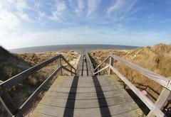 aan de zee (hiocolena) Tags: zee merdunord belgique fisheyes cielbleue