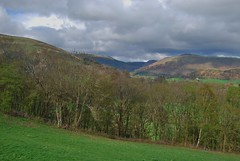 Near Berwyn 220418 - DSC_0377 (Leslie Platt) Tags: exposureadjusted straightened denbighshire deevalley fromthea5 lookingtowardsrhewl