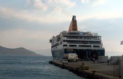 Le Ferry qui dessert les îles (LILI 296...) Tags: cyclades mer egée ferry bleu naxos bateau canonpowershotg7x