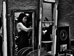 image (Luis Iturmendi) Tags: rastro mercadillo street streetphotography people gente espejo mirror bw market blancoynegro blackandwhite monochrome monocromo