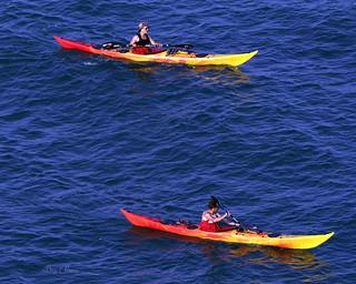 2 kayakistes dans le bleu - 2 kayakers in the blue