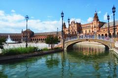La Plaza (encantadissima) Tags: siviglia sevilla plazadeespana ponte fontana nuvole andalusia spagna lampioni cielo