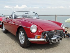 MG B YKR399J_2413 (pjlcsmith2) Tags: classicvehiclesontheseafront theleas minster sheerness sheppey carshow mg b roadster ykr399j