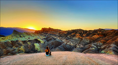 Zabriskie Point Sunset (Gio_guarda_le_stelle) Tags: california sunset usa travel trip warm desert sand deathvalley westcoast zabriskiepoint furnacecreeck waiting panorama atmosphere quiet peaceful viaggio 4x4 inviaggioconpapa cielo explore sky clouds afterglow wind canon windy stripes landscape horizon vento nuvole attesa eos