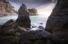 Les dents de la mer...Jaws (jonathan le borgne) Tags: sea shores rocks pointe beg bzh breizh lilevierge crozon bretagne sunrise sun light clouds water seascape landscape waterscape sky dark morning plage beach nature yellow